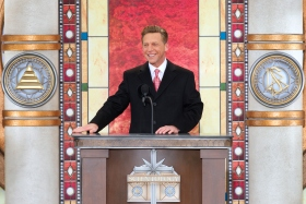 DavidMiscavige bestyrelsesformanden for Religious Technology Center og Scientologi religionens kirkelige leder stod for innvielsen av den nye Scientologi kirke for Cincinnati området.