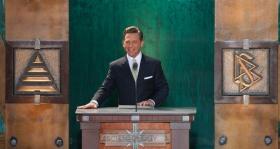 David Miscavige, den kirkelige leder af Scientologi religionen og Bestyrelsesformand for Religious Technology Center, indviede den nye Scientologi kirke i staten Washington.