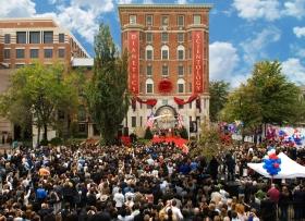 Den 31. oktober 2009 deltog tre tusinde scientologer og gæster ved indvielsen og åbningen af den nye Founding Church. Bygningen var blevet fuldt ud restaureret som et af Washingtons mest fremtrædende historiske steder.