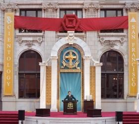 David Miscavige indviede det restaurerede vartegn, Transamerica-bygningen, i San Franciscos centrum, til en ny æra med åndelig aktivitet.
